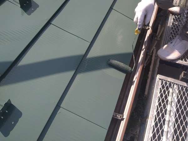 東京都中野区 T様邸 屋根塗装 破風板板金巻き 3度塗り 中塗りが必要な理由 (2)