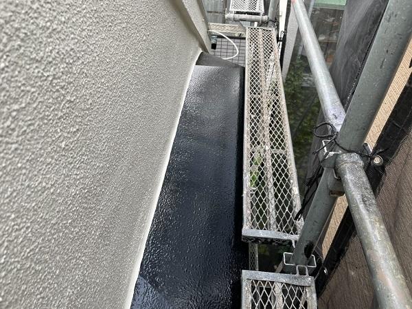 東京都世田谷区 B様邸 屋根塗装・外壁塗装・付帯部塗装・防水工事 出窓の屋根、換気フード塗装 (3)