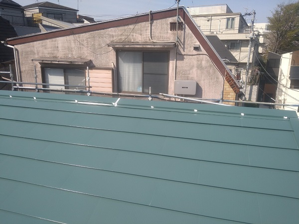 東京都中野区 T様邸 屋根塗装 破風板板金巻き 3度塗り 中塗りが必要な理由 (8)
