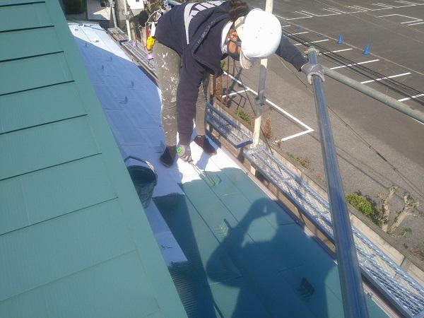 東京都中野区 T様邸 屋根塗装 破風板板金巻き 3度塗り 中塗りが必要な理由 (11)