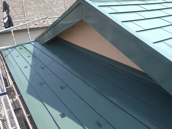 東京都中野区 T様邸 屋根塗装 破風板板金巻き 3度塗り 中塗りが必要な理由 (5)