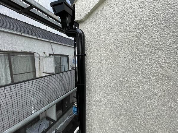 東京都世田谷区 B様邸 屋根塗装・外壁塗装・付帯部塗装・防水工事 雨樋の塗装 目荒らし (3)