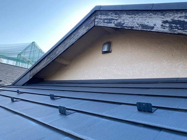 東京都中野区 T様邸 屋根塗装 破風板板金巻き 破風板とは 破風板の役割 (1)