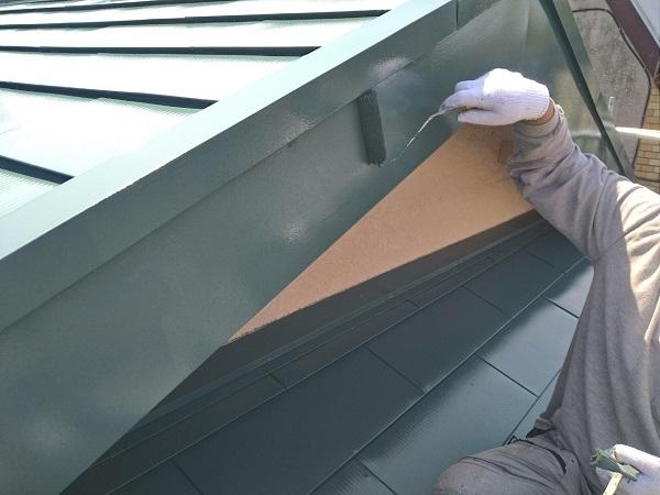 東京都中野区 T様邸 屋根塗装 破風板板金巻き 3度塗り 中塗りが必要な理由 (3)