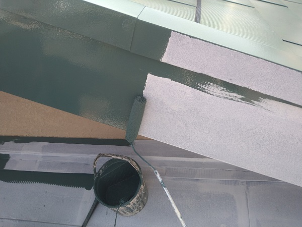 東京都中野区 T様邸 屋根塗装 破風板板金巻き 3度塗り 中塗りが必要な理由 (7)