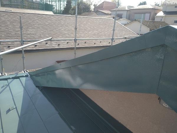 東京都中野区 T様邸 屋根塗装 破風板板金巻き 3度塗り 中塗りが必要な理由 (4)