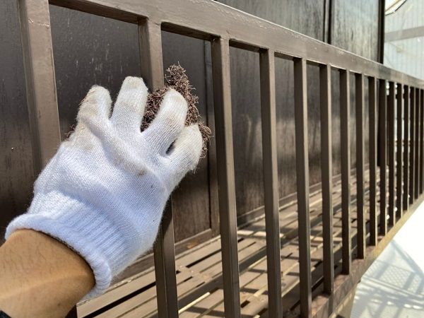 東京都世田谷区 K様邸 屋根塗装・付帯部塗装・劣化補修 金属製のベランダ、換気フードの塗装 (15)