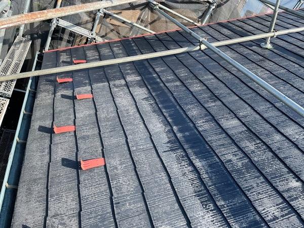 東京都世田谷区 B様邸 屋根塗装・外壁塗装・付帯部塗装・防水工事 化粧スレート屋根塗装 下塗り タスペーサー設置 (6)