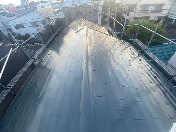 東京都世田谷区 K様邸 屋根塗装・付帯部塗装・劣化補修 屋根中塗り、上塗り 日本ペイント デュフロン4Fルーフ (1)