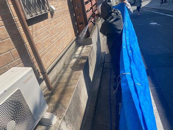 東京都新宿区 M様邸 基礎補修 シーリング工事 高圧洗浄 爆裂の補修 (2)