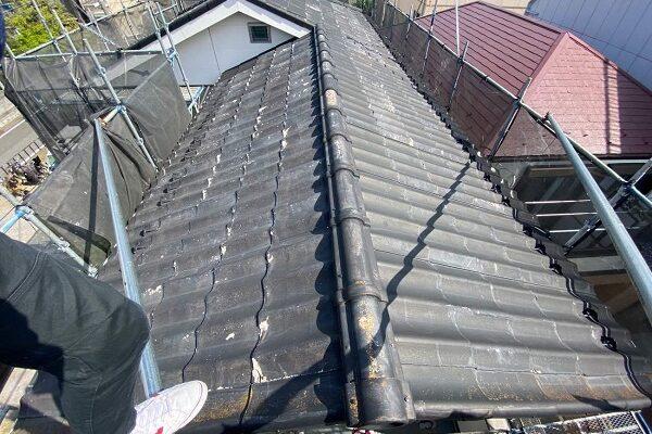 東京都足立区 M様邸 屋根葺き替え工事 施工前の状態 瓦表面の剥がれ、割れ 棟瓦の飛散 (16)
