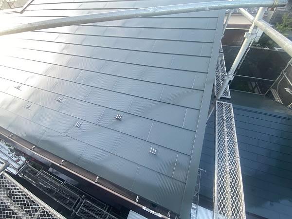 東京都世田谷区 K様邸 屋根塗装・付帯部塗装・劣化補修 屋根中塗り、上塗り 日本ペイント デュフロン4Fルーフ (6)
