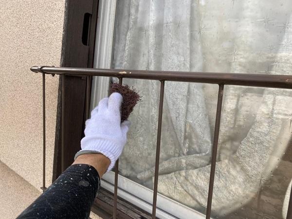 東京都世田谷区 K様邸 屋根塗装・付帯部塗装・劣化補修 窓手摺りの塗装 錆びの怖さ (1)