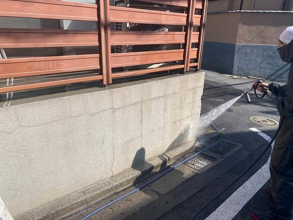 東京都新宿区 M様邸 基礎補修 シーリング工事 高圧洗浄 爆裂の補修 (3)