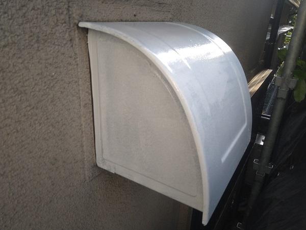 東京都世田谷区 K様邸 屋根塗装・付帯部塗装・劣化補修 金属製のベランダ、換気フードの塗装 (2)