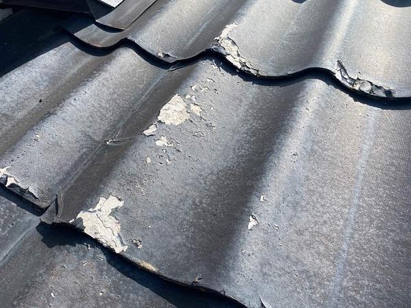 東京都足立区 M様邸 屋根葺き替え工事 施工前の状態 瓦表面の剥がれ、割れ 棟瓦の飛散 (10)