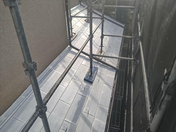 東京都世田谷区 K様邸 屋根塗装・付帯部塗装・劣化補修 屋根下塗り 密着性を高める理由とは (4)
