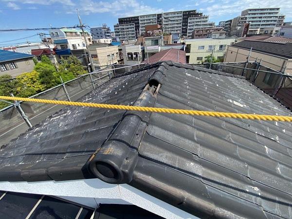 東京都足立区 M様邸 屋根葺き替え工事 施工前の状態 瓦表面の剥がれ、割れ 棟瓦の飛散 (9)