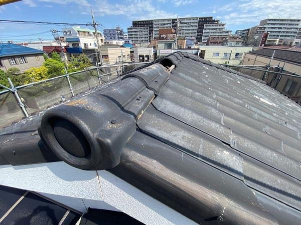 東京都足立区 M様邸 屋根葺き替え工事 施工前の状態 瓦表面の剥がれ、割れ 棟瓦の飛散 (11)