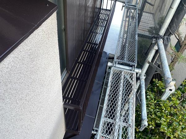 東京都世田谷区 K様邸 屋根塗装・付帯部塗装・劣化補修 金属製のベランダ、換気フードの塗装 (4)