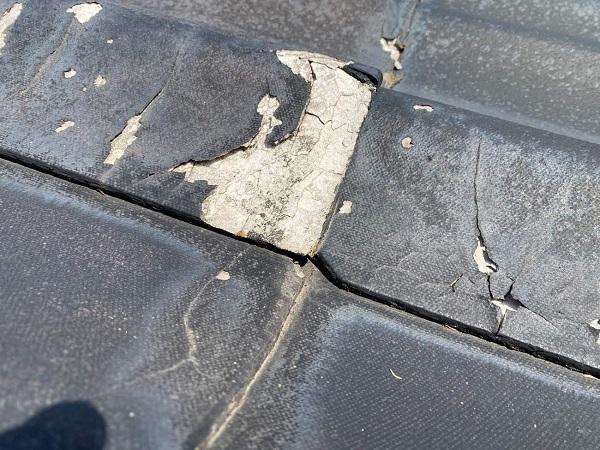 東京都足立区 M様邸 屋根葺き替え工事 施工前の状態 瓦表面の剥がれ、割れ 棟瓦の飛散 (15)