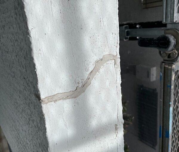 東京都世田谷区 T2様邸 屋根塗装・外壁塗装・防水工事 ひび割れ(クラック補修) (8)