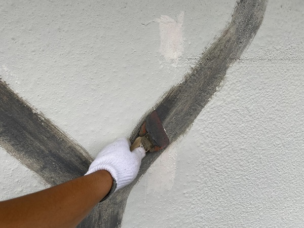 東京都世田谷区 T2様邸 屋根塗装・外壁塗装・防水工事 ひび割れ(クラック補修) (4)