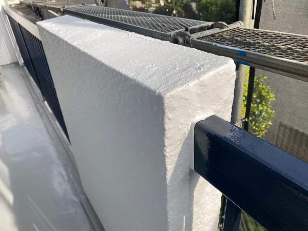 東京都世田谷区 T2様邸 屋根塗装・外壁塗装・防水工事 鉄部の柱塗装、ベランダ手摺り塗装 (10)