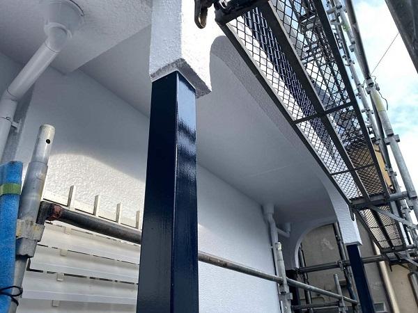 東京都世田谷区 T2様邸 屋根塗装・外壁塗装・防水工事 鉄部の柱塗装、ベランダ手摺り塗装 (11)