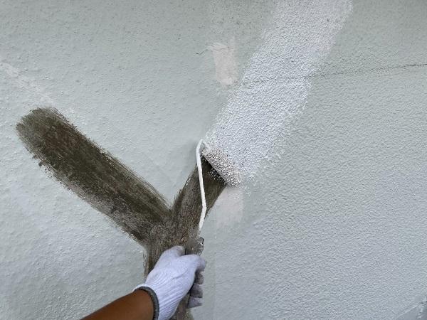 東京都世田谷区 T2様邸 屋根塗装・外壁塗装・防水工事 外壁下塗り 日本ペイント カチオンシーラー (3)