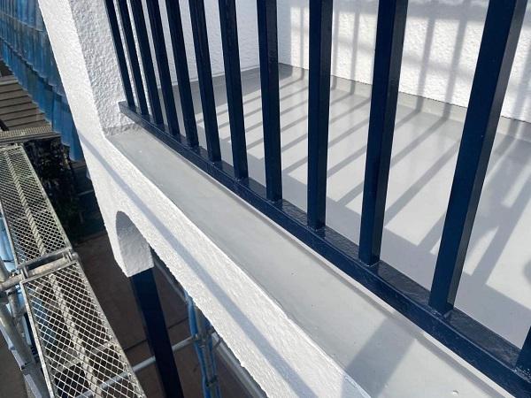 東京都世田谷区 T2様邸 屋根塗装・外壁塗装・防水工事 鉄部の柱塗装、ベランダ手摺り塗装 (7)