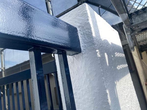 東京都世田谷区 T2様邸 屋根塗装・外壁塗装・防水工事 鉄部の柱塗装、ベランダ手摺り塗装 (6)