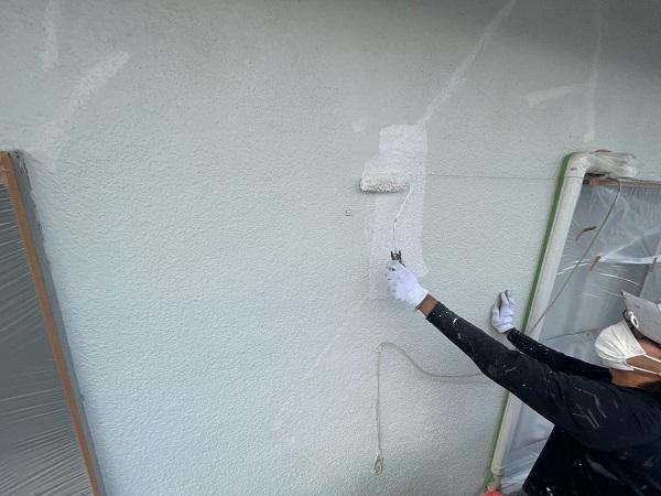 東京都世田谷区 T2様邸 屋根塗装・外壁塗装・防水工事 外壁下塗り 日本ペイント カチオンシーラー (1)