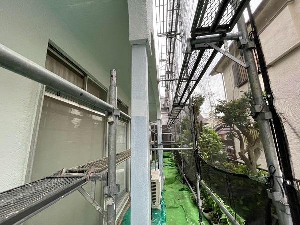 東京都世田谷区 T2様邸 屋根塗装・外壁塗装・防水工事 鉄部の柱塗装、ベランダ手摺り塗装 (20)