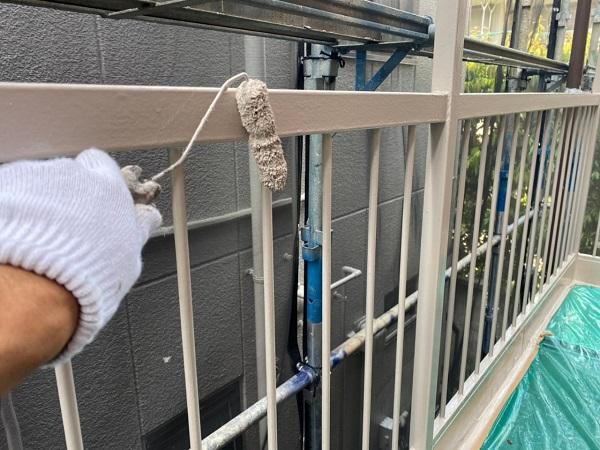 東京都大田区 アパート 屋根塗装・外壁塗装・付帯部塗装 外階段表の塗装 ハイポンファインプライマーII ファインウレタンU100 (1)