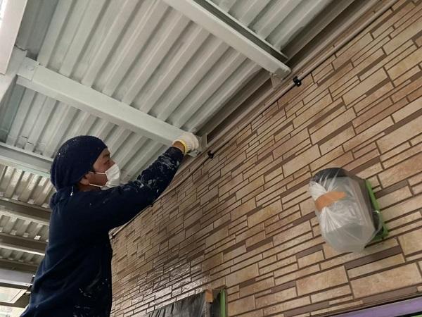 東京都大田区 アパート 屋根塗装・外壁塗装・付帯部塗装 外階段表の塗装 ハイポンファインプライマーII ファインウレタンU100 (3)