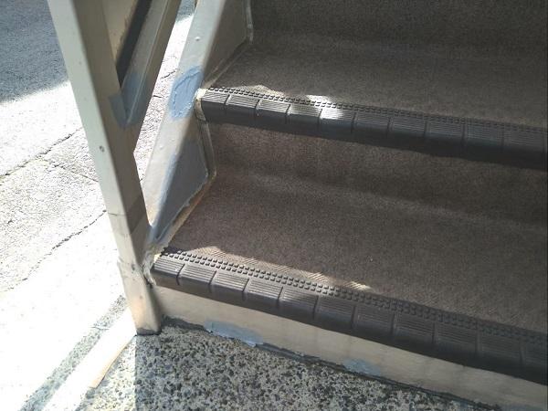 東京都大田区 アパート 屋根塗装・外壁塗装・付帯部塗装 外階段表の補修、塗装 (5)