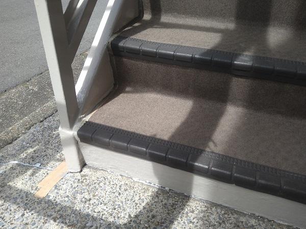 東京都大田区 アパート 屋根塗装・外壁塗装・付帯部塗装 外階段表の補修、塗装 (1)