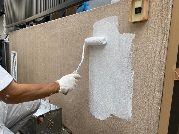 東京都北区 N様邸 雨漏り補修・屋根重ね葺き工事・外壁塗装 下塗り 日本ペイント 水性カチオンシーラー (3)