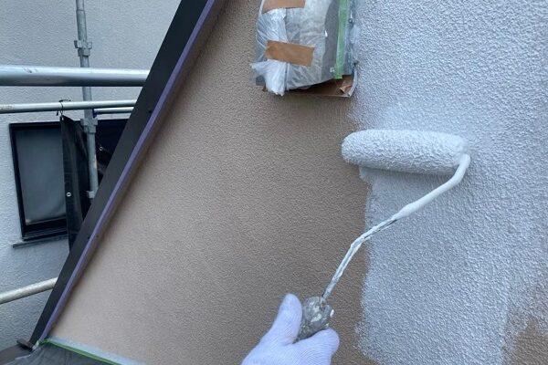 東京都北区 N様邸 雨漏り補修・屋根重ね葺き工事・外壁塗装 下塗り 日本ペイント 水性カチオンシーラー (2)