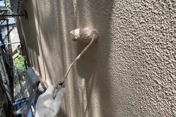 東京都北区 N様邸 雨漏り補修・屋根重ね葺き工事・外壁塗装 中塗り、上塗り パーフェクトトップ (2)1