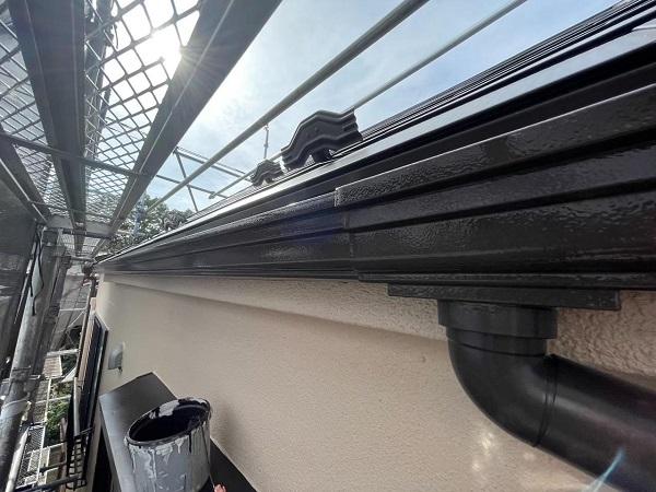 東京都北区 N様邸 雨漏り補修・屋根重ね葺き工事・外壁塗装 軒樋塗装 雨樋の色 (1)