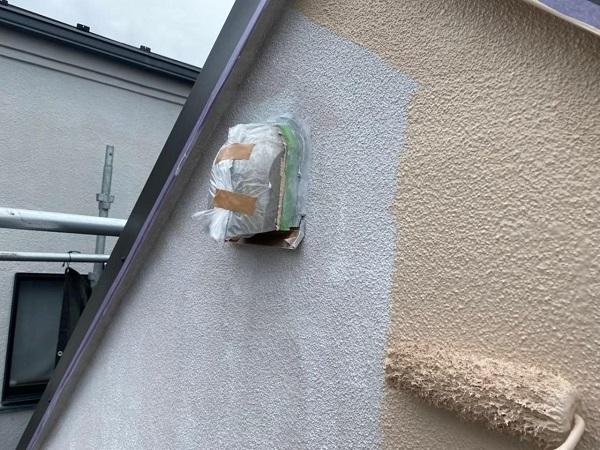 東京都北区 N様邸 雨漏り補修・屋根重ね葺き工事・外壁塗装 中塗り、上塗り パーフェクトトップ (2)