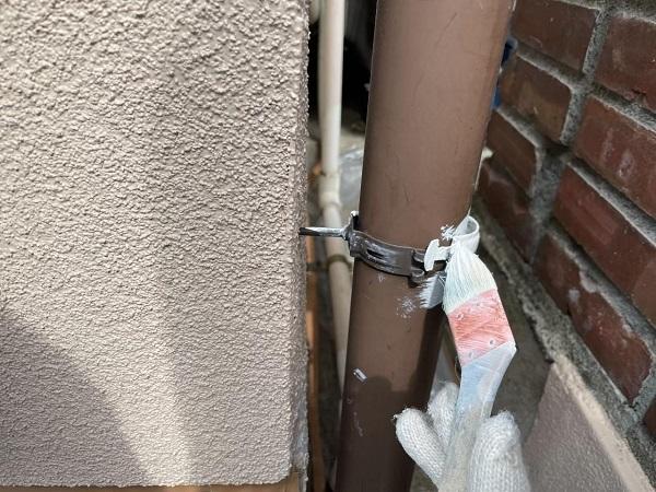 東京都北区 N様邸 雨漏り補修・屋根重ね葺き工事・外壁塗装 縦樋の塗装 DIYは可能か1