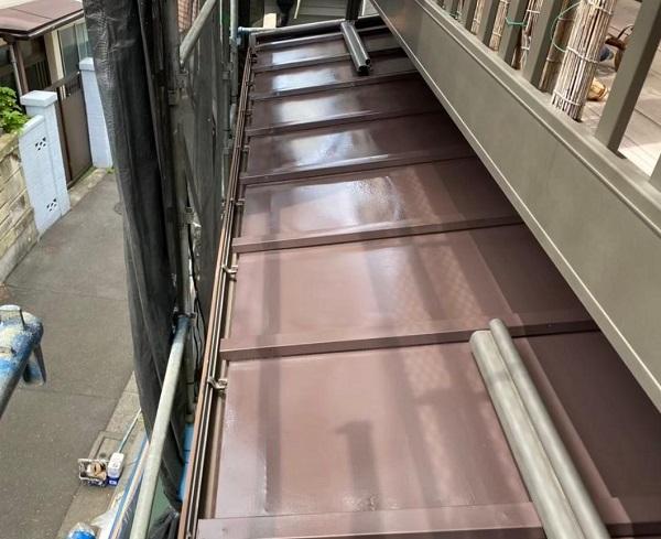 東京都北区 N様邸 雨漏り補修・屋根重ね葺き工事・外壁塗装 下屋の塗装 トタン (3)